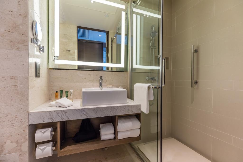 hilton-garden-inn-hong-kong-mongkok-bathroom
