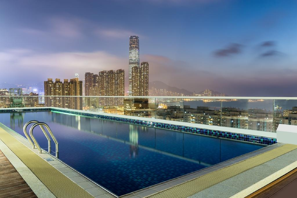 hilton-garden-inn-hong-kong-mongkok-swimming-pool